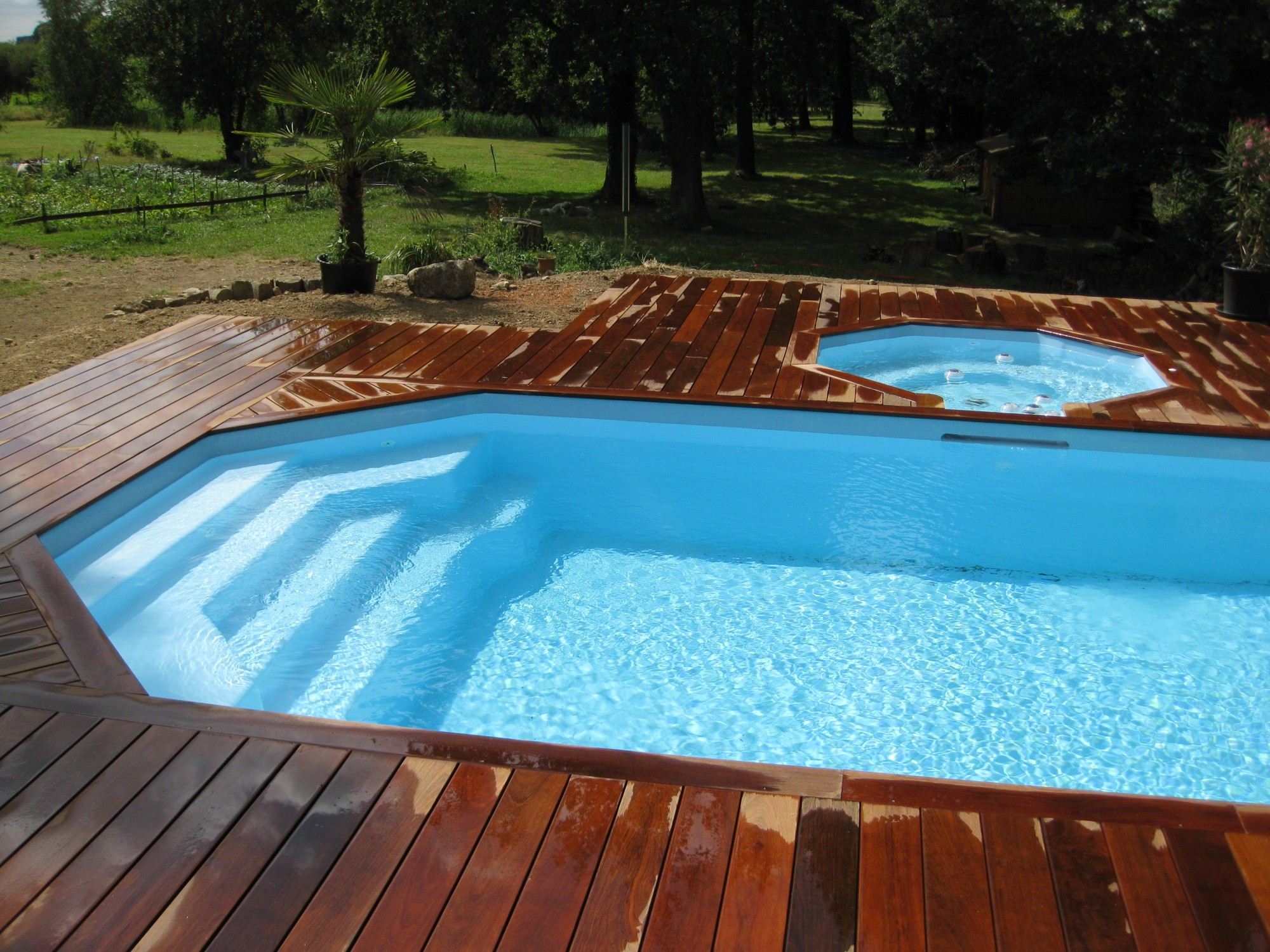 Piscine coque polyester modele lazuli 8 alliances piscines - Renovation piscine coque polyester ...