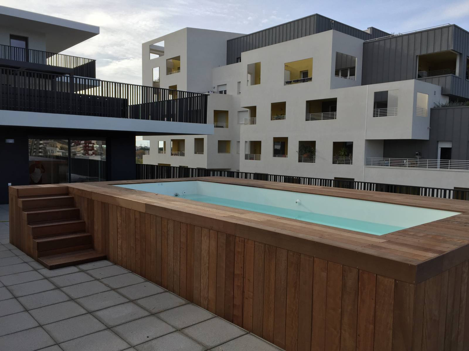 Piscine coque polyester mod le millenium alliances piscines - Renovation piscine coque polyester ...